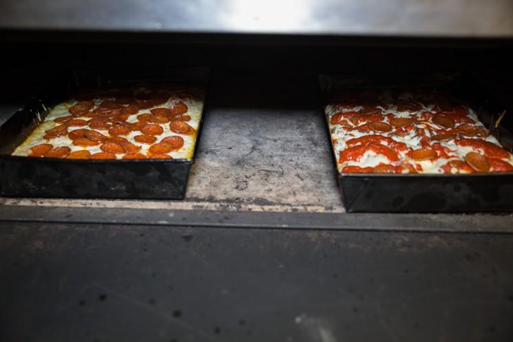 blue_pan_pizza-63